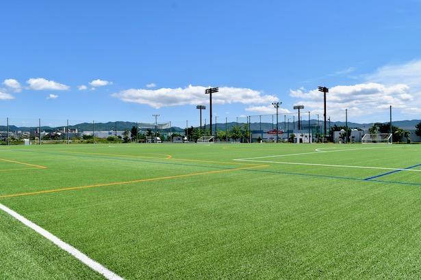 サッカー、アメフトなど本格的なスポーツをする『人工芝グラウンド』