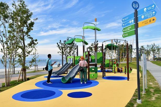 『コミュニティエリア』内、ロングパークグリーンでは親子で楽しめる遊具が設置されている