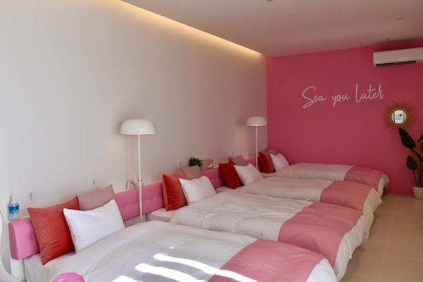 部屋はそれぞれ「ピンク」「ライトブルー」「イエロー」「マリンブルー」の色で統一されている