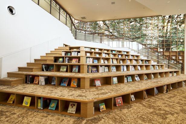 和歌山市民図書館の名物「えほんの山」/4thフロア
