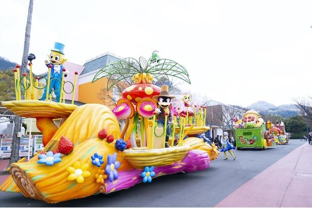 マジカルストリート全体で開催されるパレードにも注目。途中のダンスショーにはみんなで参加しよう