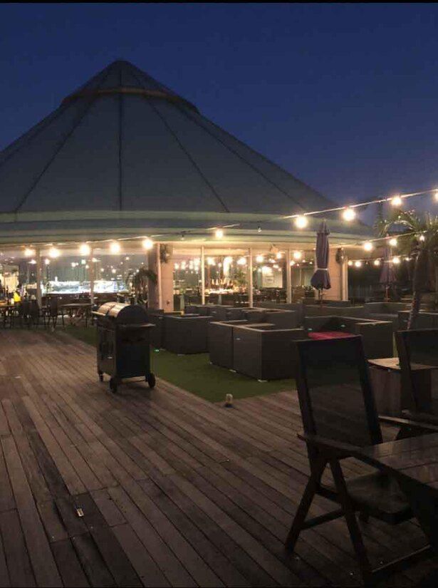 海辺の素敵なレストランで行われるショーは格別