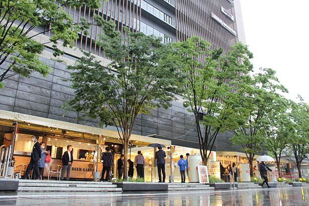 オープンエアの解放感満点のクラフトビアガーデン 大阪