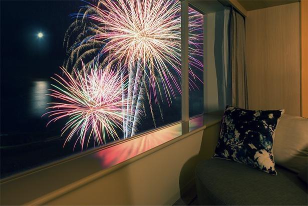 【写真】花火を至近距離の特等席で!涼しく快適な客室からじっくり鑑賞できる特別プラン
