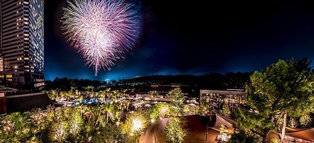 花火の打ち上げは、ホテルの目の前で行われる