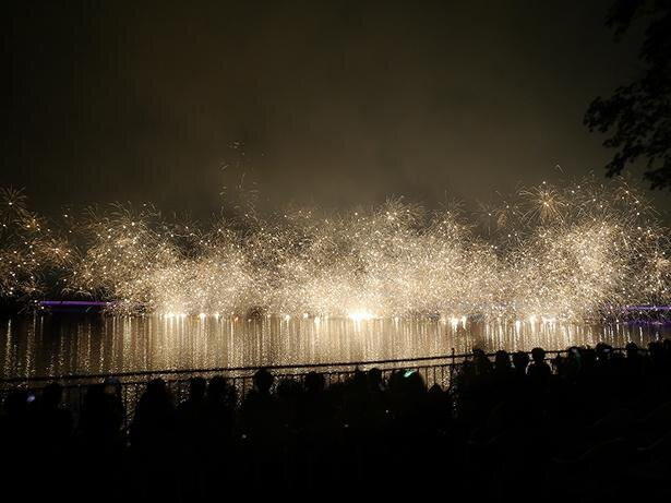 「りんどう湖花火大会」の様子