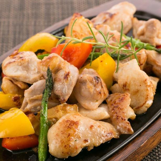 季節の野菜と楽しみたい「土佐はちきん地鶏」の調理例