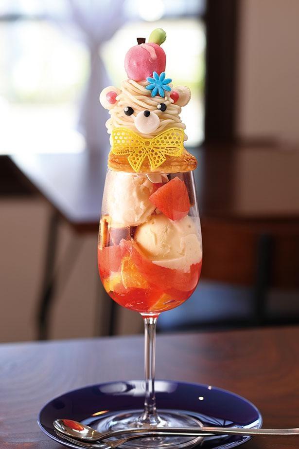 「桃とオレンジの白くまパフェ」(税込 1580円) / 「Cafe Blue(カフェ ブル)」(名古屋市中村区)