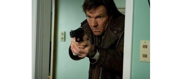 デニス・クエイド扮する刑事は、衝撃の光景を目の当たりにする!