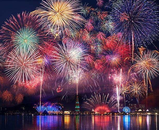 【写真】光や音楽と花火を融合させた、幻想的なエンターテイメント空間を堪能!