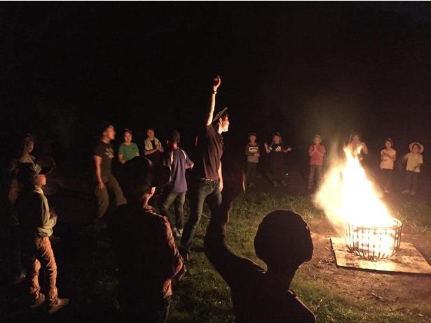【写真】冒険の夜を盛り上げる謎解き「キャンプファイヤー」