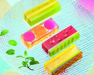 涼を感じる桃スイーツ7選。艶やかな見た目と旬の味を堪能