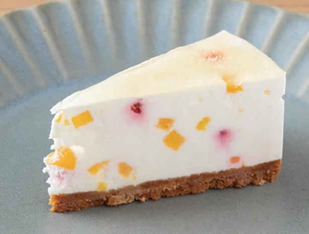 「角切り黄桃のヨーグルトムースケーキ」がパフェにオン! /「Platd'or」