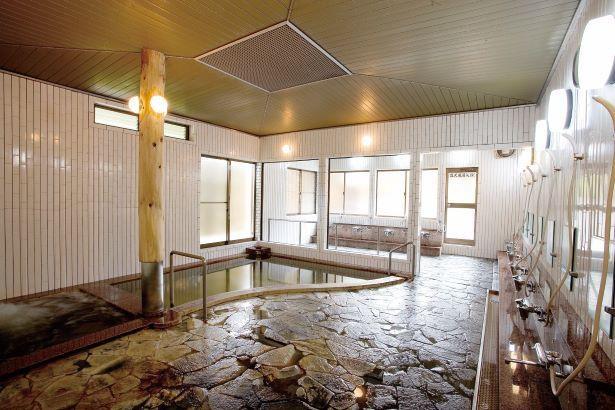 ジャグジーもあり広々とした内風呂大浴場 /「湯の平温泉」(女湯)