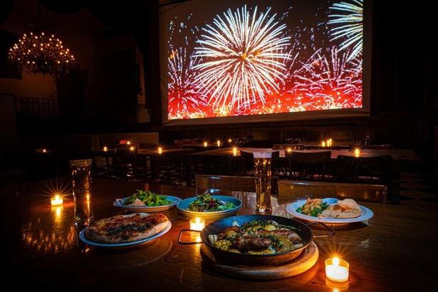 【写真】圧巻の花火映像を特等席で堪能!食事やお酒と共に楽しめる特別プランを用意