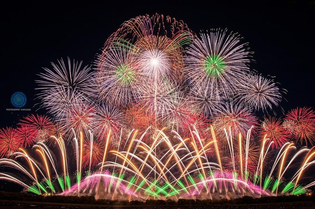 写真展示「美しすぎる日本の花火写真展」を同時開催中