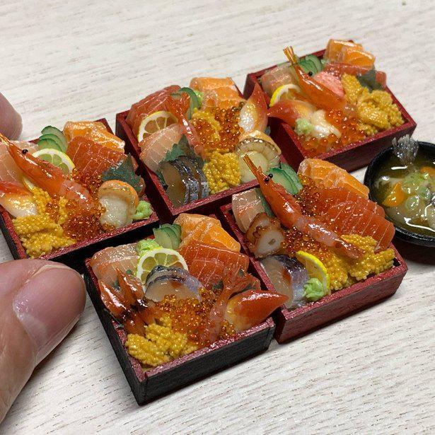 SNSでの反響が大きかったミニチュアの海鮮丼。きれいな彩りもこるはさんの作品の魅力だ