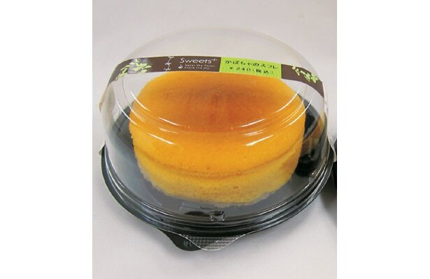 直径約9cmと大きめサイズで食べ応えたっぷりの「かぼちゃのスフレ」(240円) 「ファミリーマート」