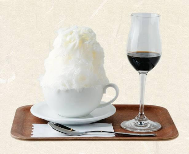 氷がコーヒーカップに入っているのも珍しい / Cafe&Bar Holy