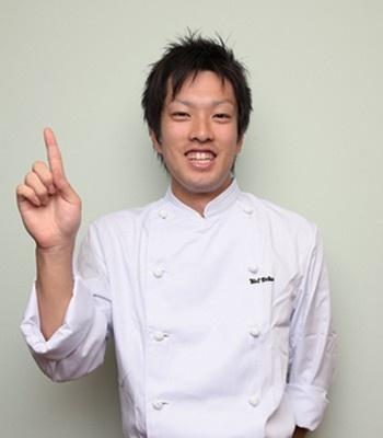 教えてくれたのはこの人!激うまからあげを提供することでも有名なラーメン店「よってこや」(大阪枚方市)の商品開発担当・桑原俊さん