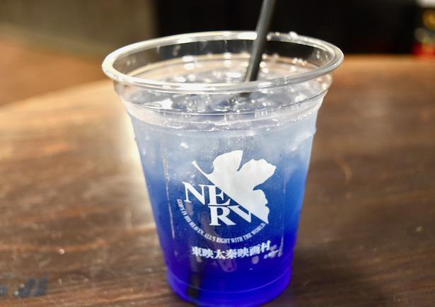 「変わればいいと思うよ EVA-tea」は青色で提供されるが…