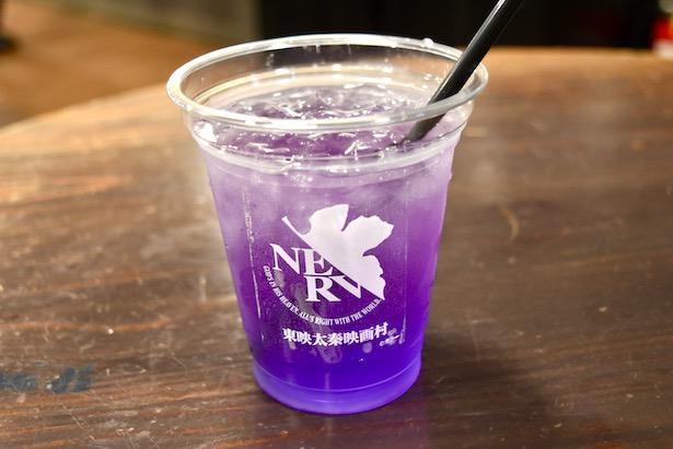 レモン汁を加えるとなんと紫色に変身!