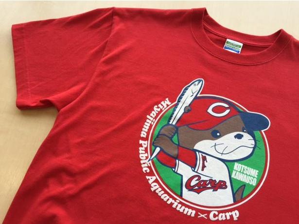 「カープコラボTシャツ(カワウソ)」(税込2500円)サイズは、100、130、S、M、L、XLの6種類