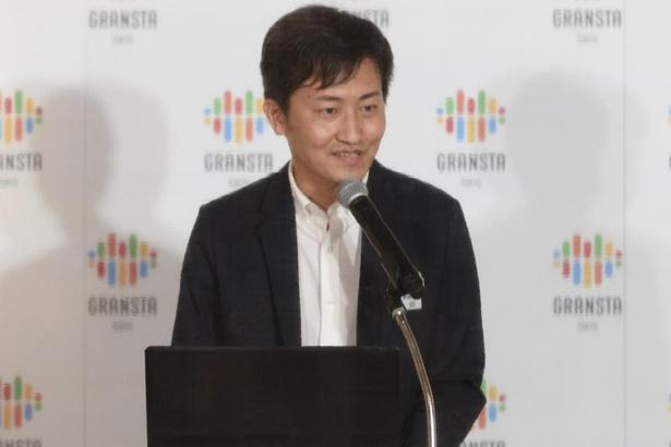 アプリの説明をする、総合企画本部ステーションシティマネジメント室 鎌田洋二さん