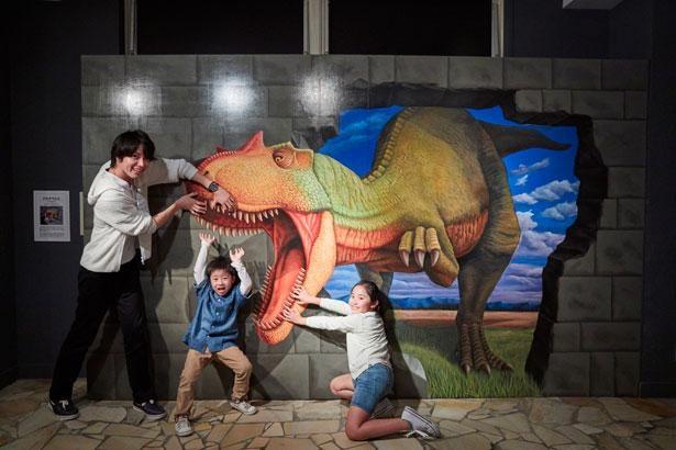 家族みんなでユニークな写真をたくさん撮ろう!「スーパートリックアート」