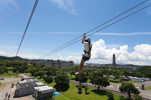 スリルと爽快感、眼下に広がる絶景を堪能!全長300メートルのジップライン「シューティングスター」