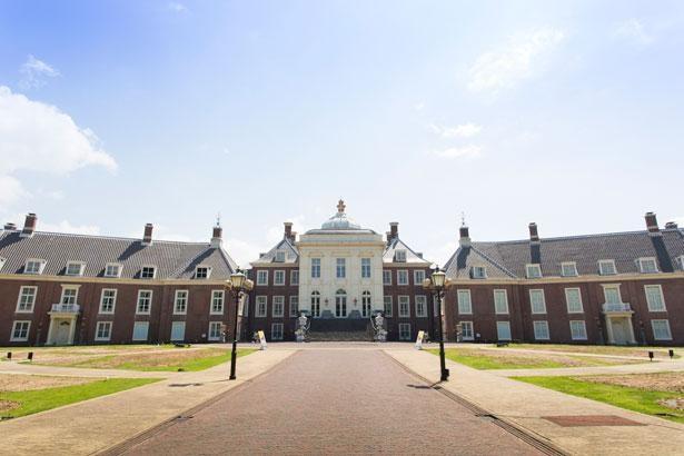 オランダの宮殿を模した「パレス ハウステンボス」。建物の中は美術館になっている