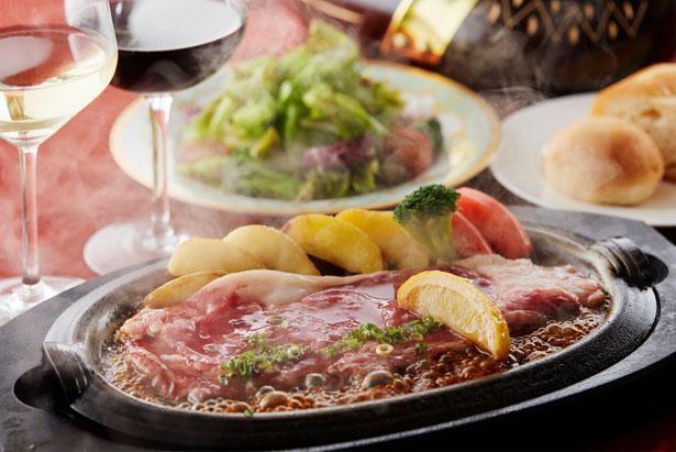 ロード・レーウでは、薄切りのステーキ肉を特製レモンソースで味わう「レモンステーキ」などを提供