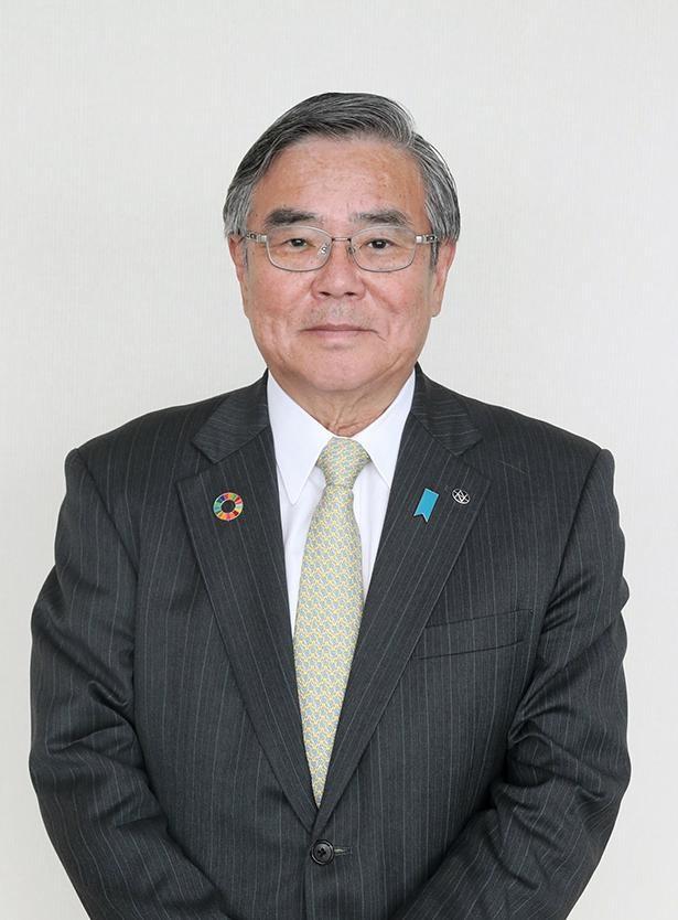 「みなさんの心に希望の火がともることを願っています」と話す、新潟日報代表取締役社長・小田敏三さん