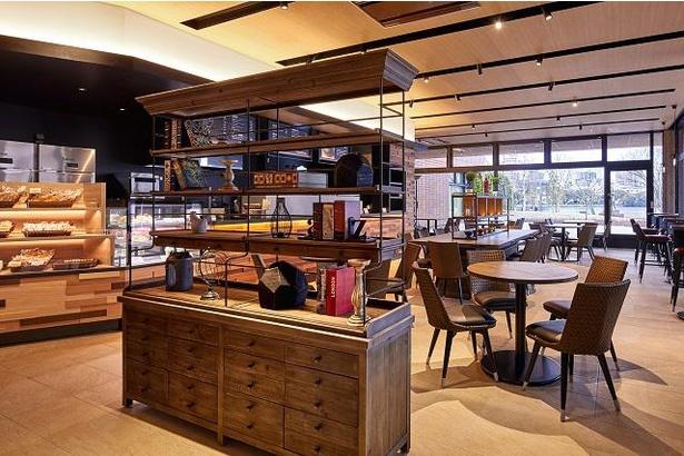 1階カフェ「アクアム」