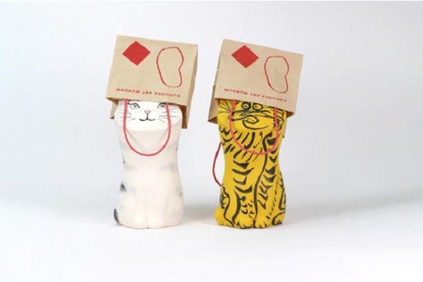 「福かぶり猫」(税込 各4300円)。左からフジタの猫、虎図