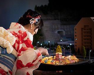 エヴァファンは要チェック!1/80の世界に打ち上げ花火、スモールワールズ TOKYOで夏の特別イベント開催