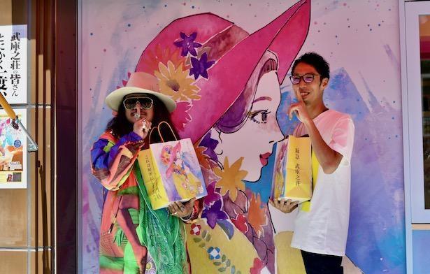 岸本拓也(左)と運営会社ARUZAMU・金子さん(右)