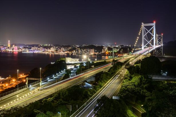 夜は関門橋や下関方面の美しい夜景が望める「和布刈公園第二展望台」