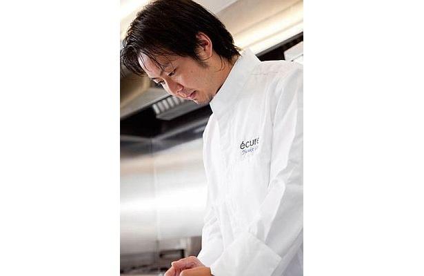 初年度のシェフを務める後藤さん。27歳で三ツ星フレンチ・カンテサンスのスーシュエフを務め、オトワ レストランを経て現職