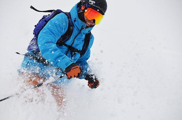 良質のパウダースノーを求め多くのスキーヤーが訪れる