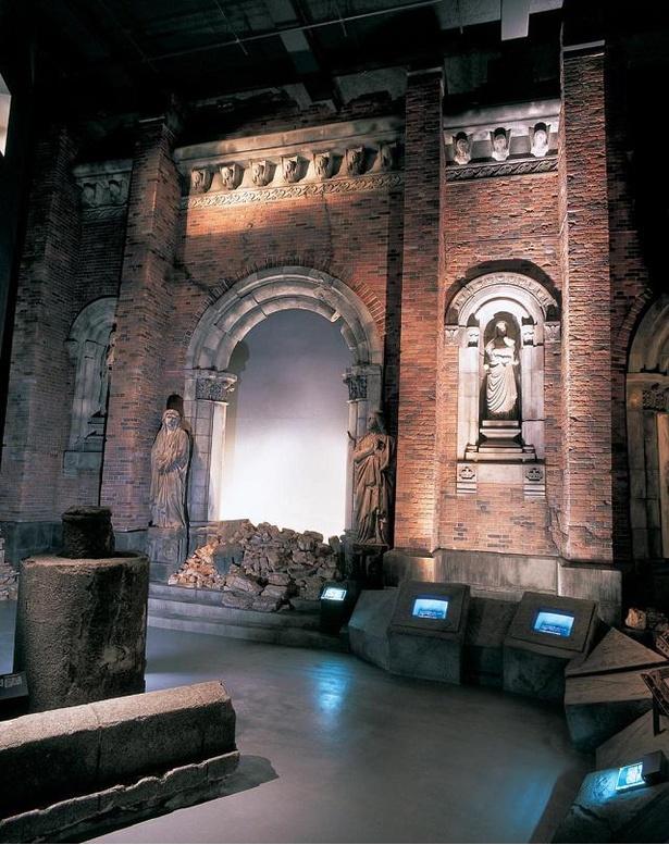 被爆した浦上天主堂の側壁(再現造型)