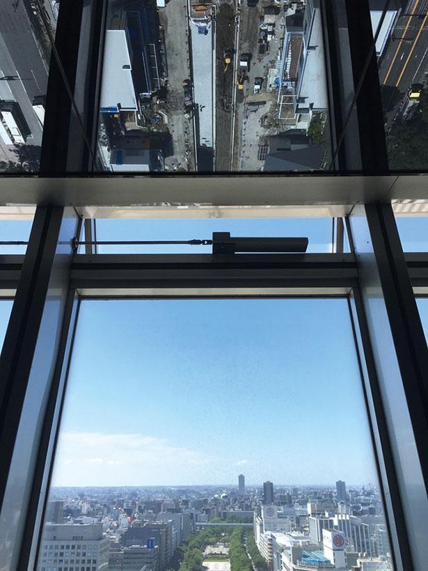 天井と腰板を鏡張りにすることで広々とした空間に一変したスカイデッキMIRAI360 (イメージ) / 名古屋テレビ塔
