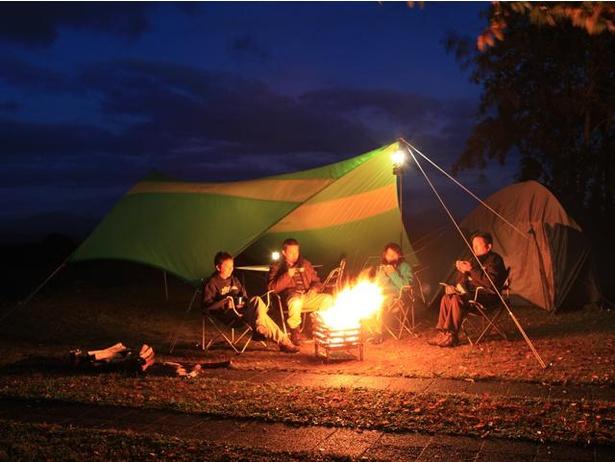 キャンプの夜の醍醐味といえば、やっぱり焚き火!