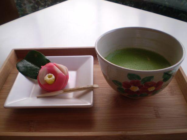 【写真】「Cafe椿」オリジナル和菓子とお抹茶のセット。展覧会出品作品をモチーフにした和菓子も楽しめる