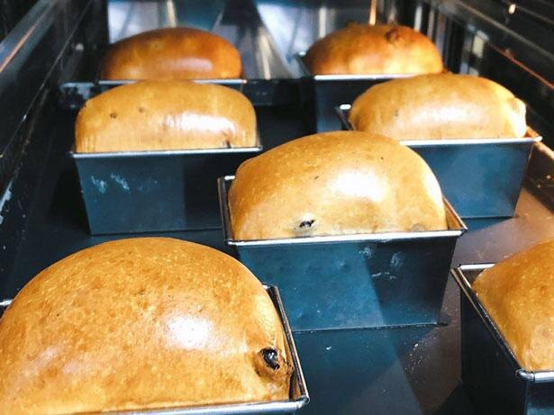 【写真】ジョエル・ロブションのベーカリーで毎日丁寧に焼き上げられるレーズン食パン