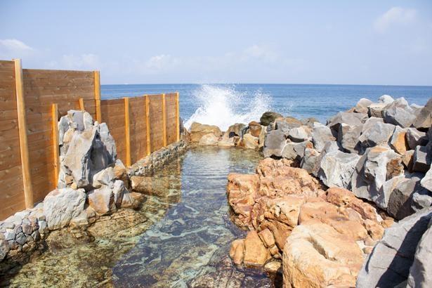 空と海を間近に感じながら開放感あふれる温泉タイムを/崎の湯