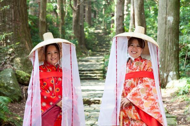 「夫婦杉」近くにある「大門坂茶屋」では平安衣裳の着付体験(1人~/2000円~)もあり。旅の思い出にぜひ!/熊野古道 大門坂