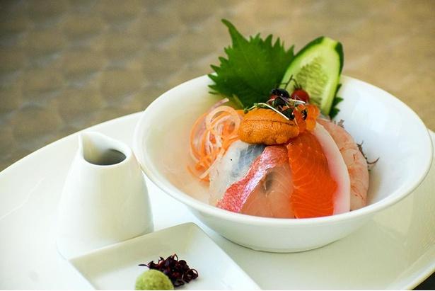 「将棋めしフェア」で食べられる三河鮮魚の海鮮丼。オーダーバイキング形式なので心ゆくまで食べられる