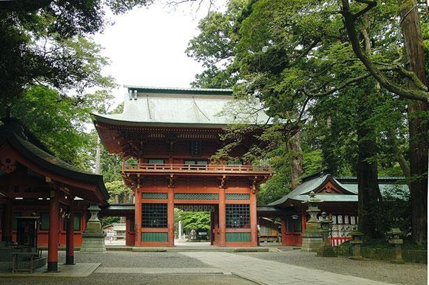 厄除けや初宮詣、七五三などで1年を通し多くの参拝客が訪れる鹿島神宮