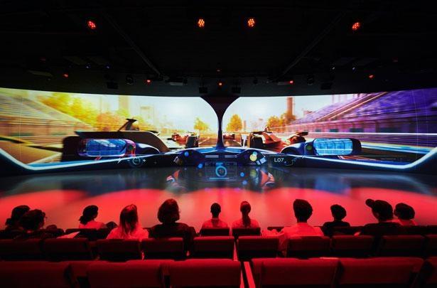 振動する床には、ソニーのハプティクス技術(触覚提示技術)を搭載
